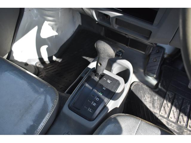 V-LTD エアコン パワステ AT車 4WD 荷台ゴムマット ユーザー買取車(8枚目)