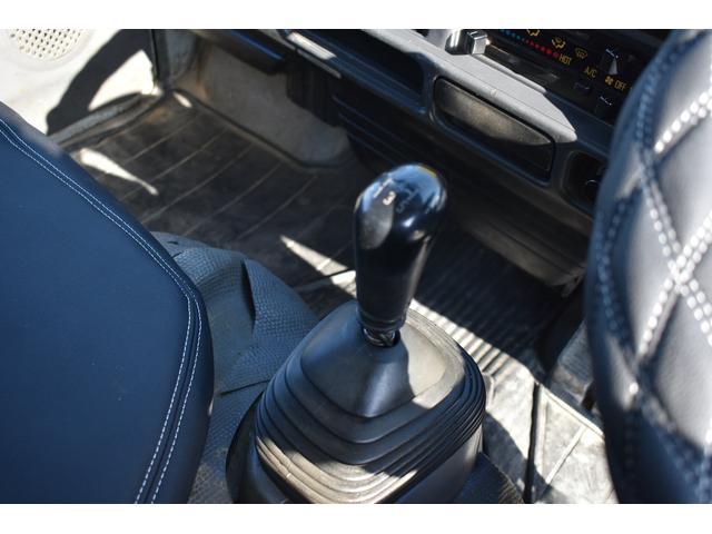 強化ダンプ 2トンダンプ 新品シートカバー メッキバンパー メッキグリル 5速MT車 最大積載2000KG 左電格ミラー 3人乗り(11枚目)