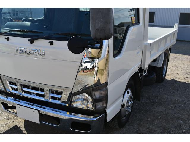強化ダンプ 2トンダンプ 新品シートカバー メッキバンパー メッキグリル 5速MT車 最大積載2000KG 左電格ミラー 3人乗り(23枚目)