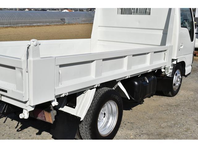 強化ダンプ 2トンダンプ 新品シートカバー メッキバンパー メッキグリル 5速MT車 最大積載2000KG 左電格ミラー 3人乗り(53枚目)