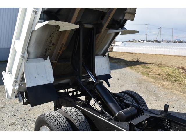 強化ダンプ 2トンダンプ 新品シートカバー メッキバンパー メッキグリル 5速MT車 最大積載2000KG 左電格ミラー 3人乗り(60枚目)
