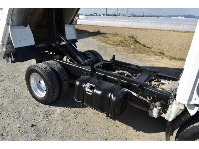 強化ダンプ 2トンダンプ 新品シートカバー メッキバンパー メッキグリル 5速MT車 最大積載2000KG 左電格ミラー 3人乗り(61枚目)