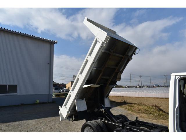 強化ダンプ 2トンダンプ 新品シートカバー メッキバンパー メッキグリル 5速MT車 最大積載2000KG 左電格ミラー 3人乗り(62枚目)