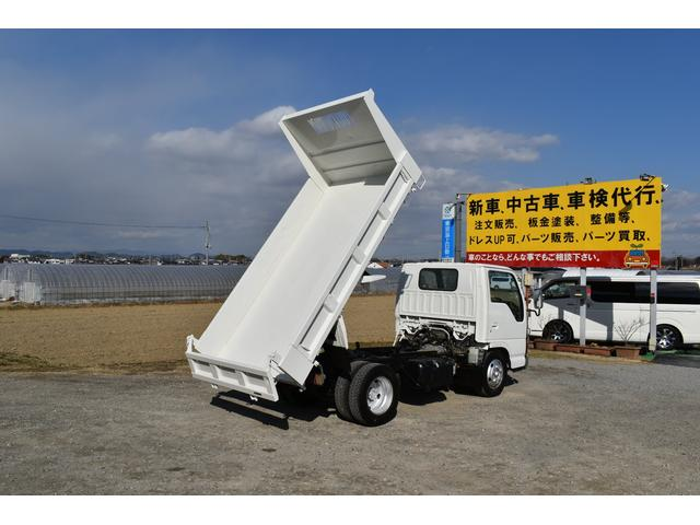 強化ダンプ 2トンダンプ 新品シートカバー メッキバンパー メッキグリル 5速MT車 最大積載2000KG 左電格ミラー 3人乗り(68枚目)