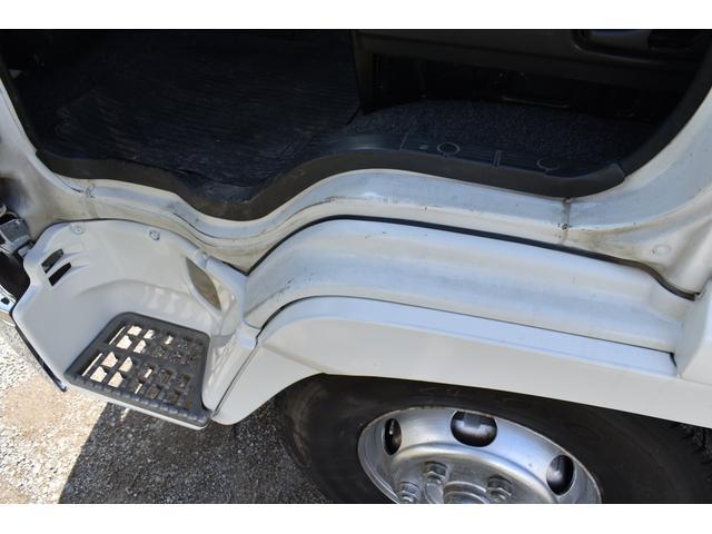 ベースグレード タダノ5段ユニック ラジコン フックイン ベッド付き メッキコーナーパネル メッキバンパー メッキグリル 乗車定員2人 内寸510/213(18枚目)