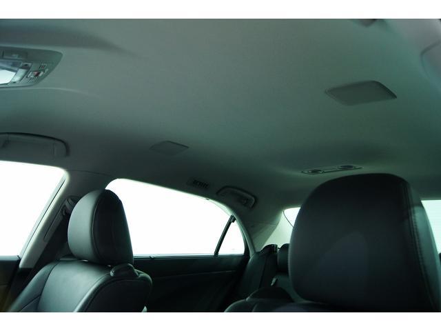 天井や後部座席各所に沢山のスピーカーが設置されております!
