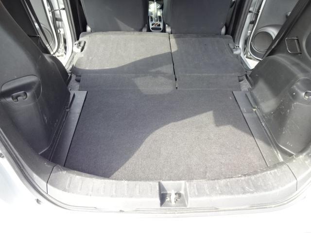 荷室はリアシートをフルフラットにすることで平面に出来ます これだけ広ければアウトドアでも活躍しそうです