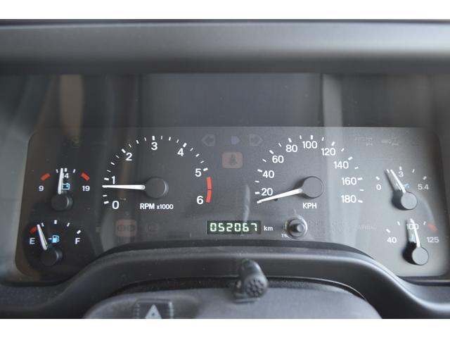 走行距離52067キロです。ワンオーナー車。H10〜30年までの毎年の整備記録簿がございます。これからも安心してお乗り頂けます。