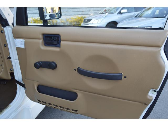 各ドア内張りも綺麗な状態を保っております。
