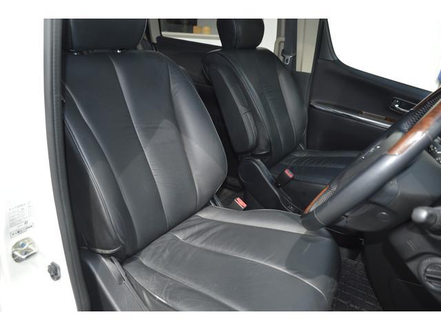 パワーシート、シートヒーター付きブラックレザーシートです。