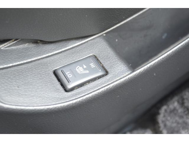 運転席、助手席にシートヒーターを装備しております。快適なドライブがお楽しみ頂けます。