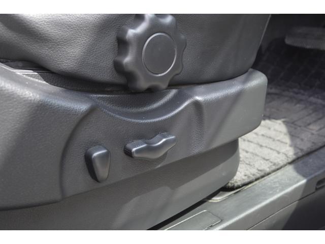 運転席は微調整が可能なパワーシートです。
