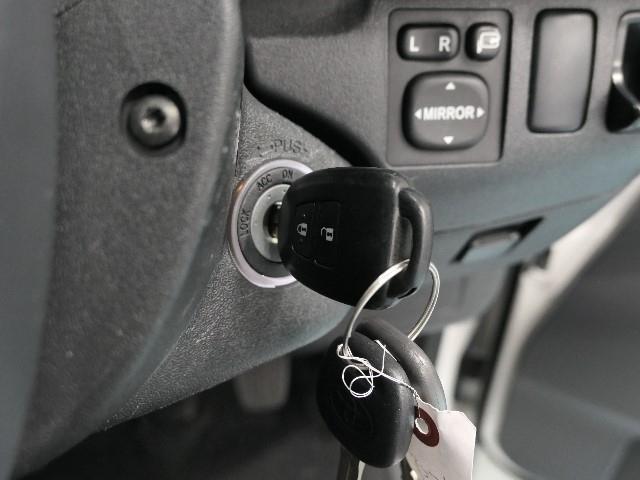 ワイヤレスリモコンがついているので、ドアの開閉もラクラクです。しっかりこの子がお車を見守ってくれます(^_-)-☆