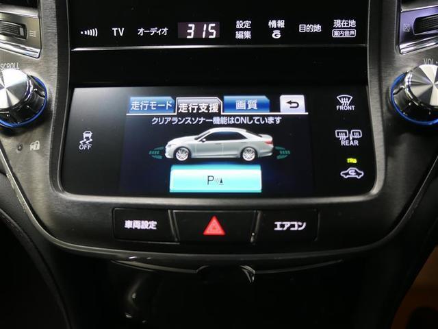 【クリアランス&バックソナ-】超音波センサーを利用して、車両のコーナー部や前・後方の障害物を検知。障害物との距離をインフォメーションディスプレイに表示し、同時にブザーでドライバーに注意を促します。