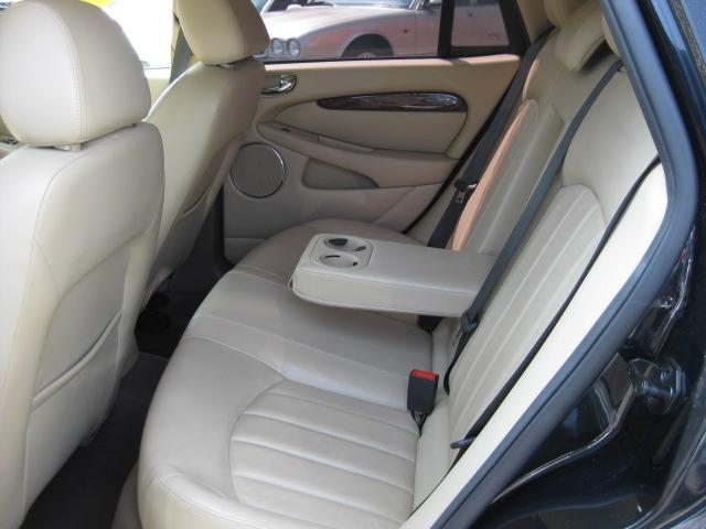 ジャガー ジャガー Xタイプ 2.5 V6SEエステート 18AW レザー マルチ ETC