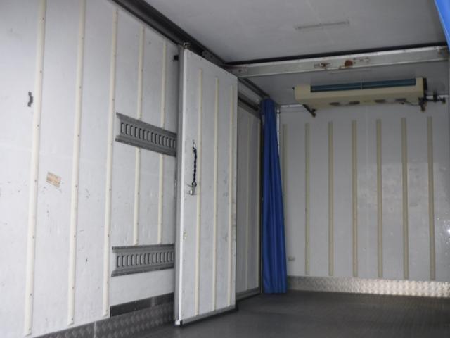 冷蔵冷凍車 二室式 低温 -32℃ 2.95t スライド(11枚目)