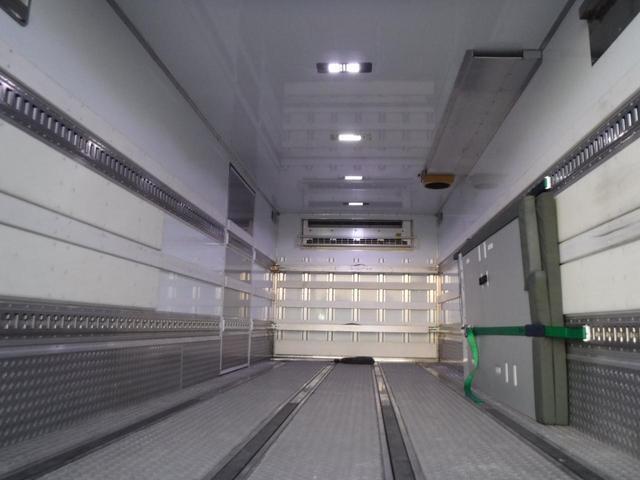 冷蔵冷凍車 低温-30℃設定 62ワイドベッド付 格納ゲート(11枚目)