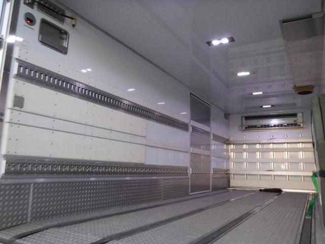 冷蔵冷凍車 低温-30℃設定 62ワイドベッド付 格納ゲート(12枚目)
