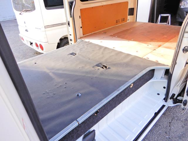 ロングDX H26年12月登録車 法人ワンオーナー 点検整備記録簿付き 両側スライド5D 小窓付き スモークフィルム 荷台木板 乗車定員3人乗り 外装ポリィッシャー磨き済み 内装荷台クリーニング済 キーレス 鑑定(10枚目)
