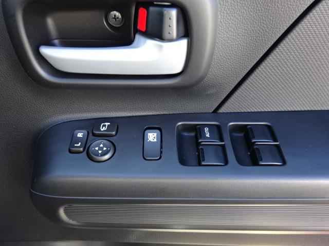 窓とミラーの調整ボタンです。