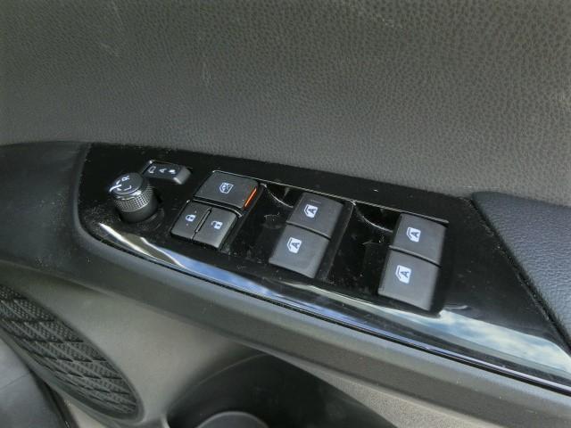 S 安全ブレーキ・クルコン・オートハイビーム・LEDヘッドライト・フォグライト・シートカバー付き・プッシュスタート・ETC・バックカメラ・純正HDDナビ・Bluetooth・フルセグTV(17枚目)