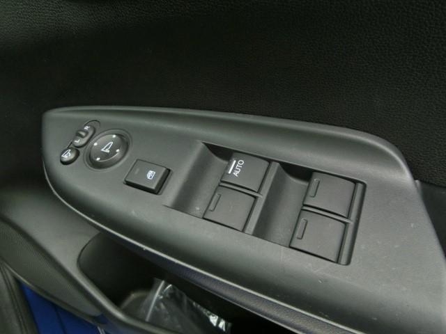 Fパッケージ リアセンサー・ETC・Bカメラ・プッシュスタート・スマートキー・メモリーナビ・フルセグTV・オートエアコン・プッシュスタート・アイドリングストップ・15インチタイヤ(17枚目)