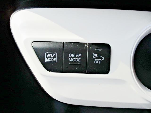 S 安全ブレーキ・クルコン・純正SDナビ・Bluetooth・AUX・LEDヘッドライト・オートハイビーム・スマートキー・オートエアコン・ウインカーミラー・15インチアルミ(16枚目)