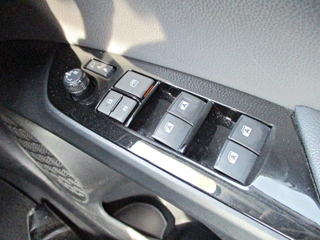 S 安全ブレーキ・クルコン・純正SDナビ・Bluetooth・AUX・LEDヘッドライト・オートハイビーム・スマートキー・オートエアコン・ウインカーミラー・15インチアルミ(18枚目)