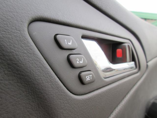 ■メモリー付きパワーシート■電動でシートポジションが変えられるうえ、設定したシート位置に自動で変更できます!ドライバーが変わっても元通り♪