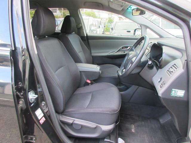 前席は広々として見通しも良く、非常に運転し易いです!