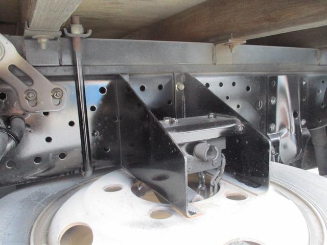 フルフラットロー 3トン 平ボディ 新明和製垂直パワーゲート 昇降600kg 3ペダル 6MT 荷寸307-160-37(63) パワーゲート面W158-L70(84) 床板鉄板 4分割アオリ 荷台塗装(17枚目)