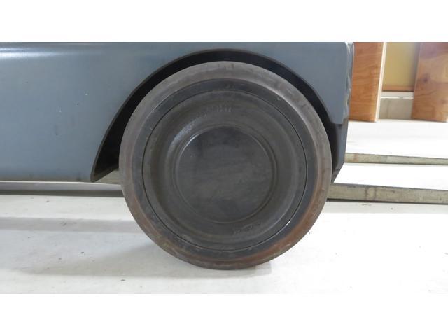 トヨタ 最大荷重1700kg アワーメーター1686h 3段マスト 最大揚高4500MM ツメ長さ1520mm ノーパンクタイヤ 車両重量2520kg(21枚目)