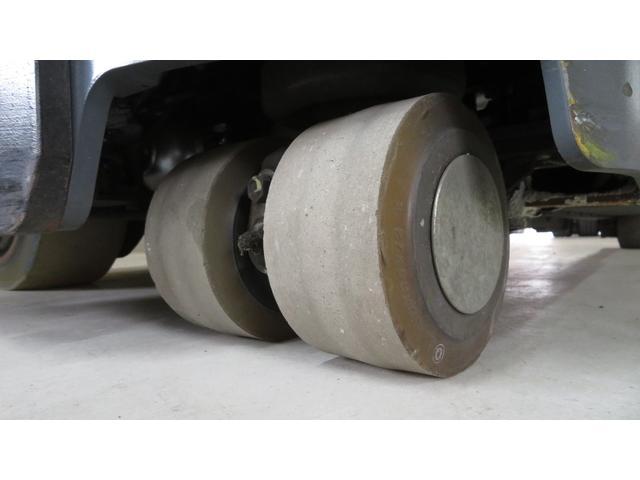トヨタ 最大荷重1700kg アワーメーター1686h 3段マスト 最大揚高4500MM ツメ長さ1520mm ノーパンクタイヤ 車両重量2520kg(23枚目)