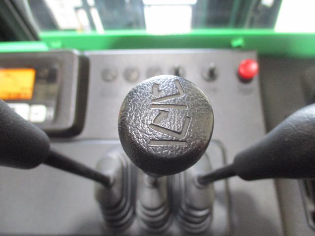 トヨタ 最大荷重1700kg アワーメーター1686h 3段マスト 最大揚高4500MM ツメ長さ1520mm ノーパンクタイヤ 車両重量2520kg(28枚目)