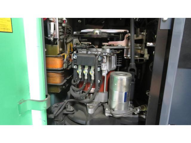 トヨタ 最大荷重1700kg アワーメーター1686h 3段マスト 最大揚高4500MM ツメ長さ1520mm ノーパンクタイヤ 車両重量2520kg(31枚目)