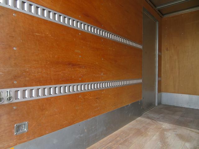 1.9トン アルミバン 全低床 3ペダル サイドドア 荷寸344-176-216 インパネ5速MT 床板アピトン ラッシングレール2段 左電格ミラー(14枚目)