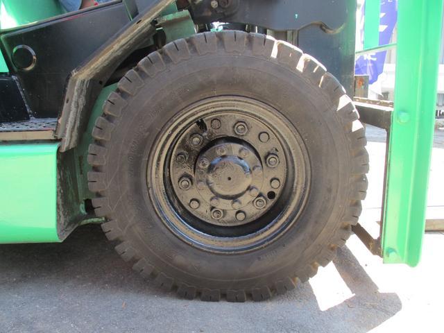 住友 最大荷重2500kg ディーゼル ハイマスト アワメーター7432.2h 最大揚高4015MM  ツメ長さ1800mm 2段マスト 前輪チューブタイヤ 後輪ノーパンクタイヤ 車両重量4060kg(15枚目)