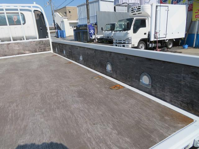 2トン ワイドロング カスタム 全低床 6AT 荷台塗装 荷寸435-207-40 内フック左右4箇所 ロープ穴左右5箇所 オートエアコン 純正CDデッキ アイドリングストップ ASR ミラーヒーター 左電格ミラー ETC(13枚目)