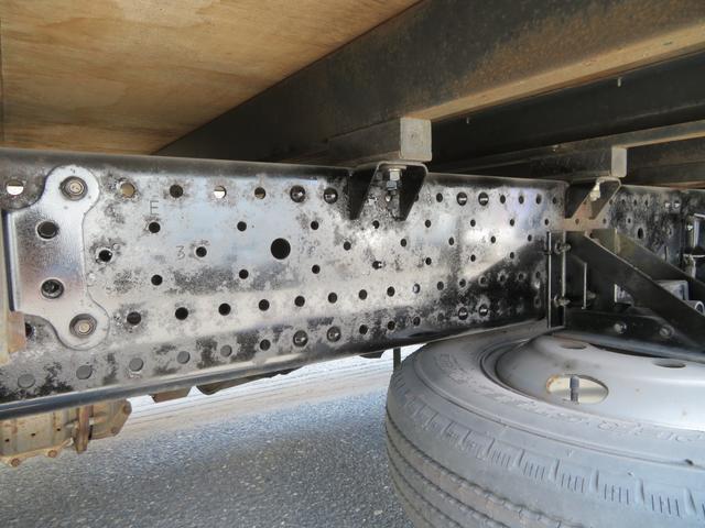 2トン ワイドロング カスタム 全低床 6AT 荷台塗装 荷寸435-207-40 内フック左右4箇所 ロープ穴左右5箇所 オートエアコン 純正CDデッキ アイドリングストップ ASR ミラーヒーター 左電格ミラー ETC(17枚目)
