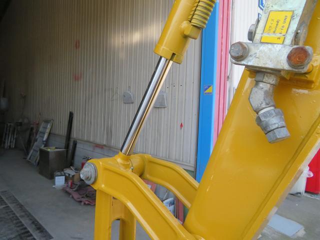 コマツ 油圧ショベル  アワーメーター1699.5h 後方超小旋回 再塗装済 外寸L3750 W1450 H2520(12枚目)