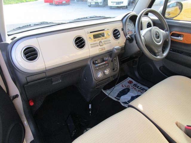 シンプルながら機能性も溢れる運転席廻りです。視界性もよく、運転しやすい♪