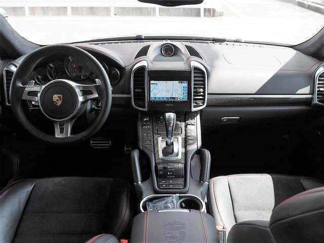 GTSティプトロニックS 4WD 左H カーボンインテリアPKG・スポーツクロノ・パノラミックルーフ・パワーバックドア・エントリードライブシステム・BOSEサウンド・全席シートヒーター・純正ナビ