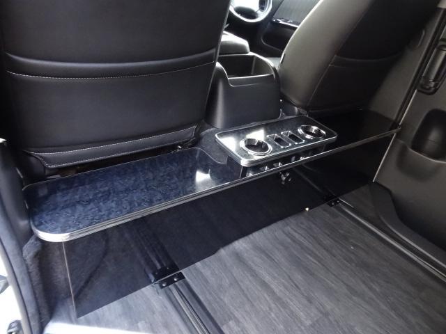 トヨタ ハイエースバン S-GL 4ナンバーのまま8人REVOシート2脚フローリング