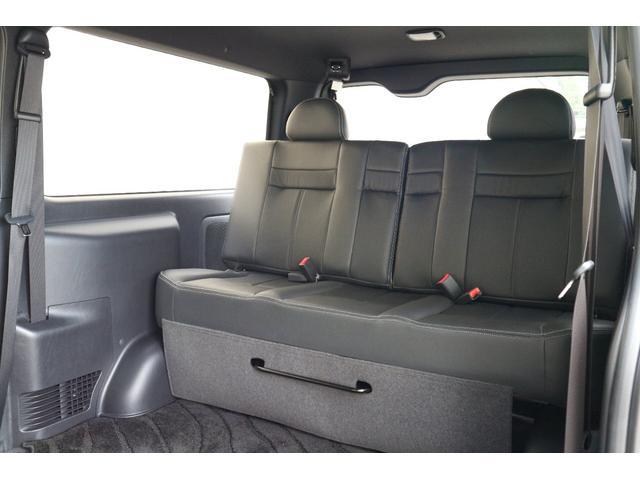 3列目STEALTHレザーシート!セパレートリクライニングベンチシート!スライド機能、取り外し機能有り!車輌持ち込みにて内装施工も出来ます!