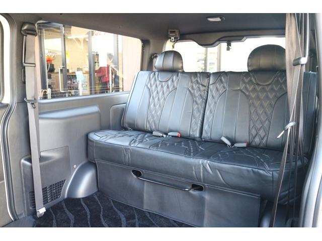 3列目IFUU欧州車デザインシートカバー&セパレートリクライニングベンチシート!スライド機能、リクライニング機能、取り外し機能有り!全席3点式シートベルト付き!車輌持ち込みにて内蔵施工出来ます!