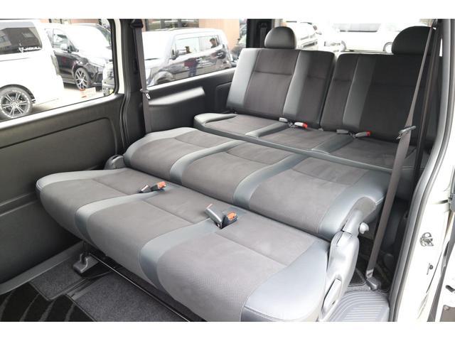 スーパーGL ダークプライムII 2.8D-T3ナンバーワゴン乗用車登録8人ベンチシート2脚スライドレールフルセグナビフリップダウンモニター両側電動スライドドアパノラマミックビューモニターLEDテールウッドインテリアミニバン仕様(32枚目)