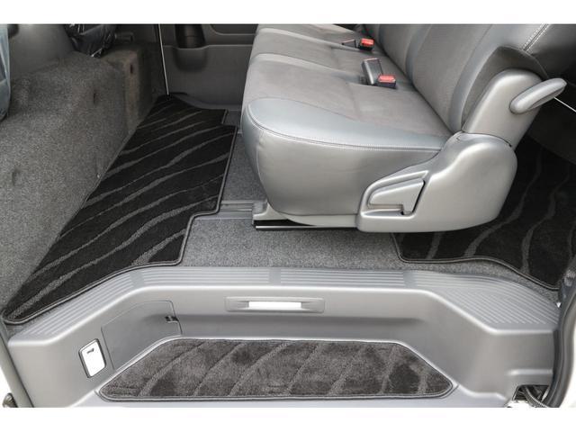 スーパーGL ダークプライムII 2.8D-T3ナンバーワゴン乗用車登録8人ベンチシート2脚スライドレールフルセグナビフリップダウンモニター両側電動スライドドアパノラマミックビューモニターLEDテールウッドインテリアミニバン仕様(33枚目)