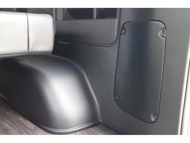 スーパーGL ダークプライムII 2.8D-Tワイド3列REVOシート2脚1ナンバー8人ロングスライドレールフロアフローリングパナソニック10inナビカロッツエリアフリップダウンモニターパノラマミックビューモニター車中泊アウトドア仕様(28枚目)