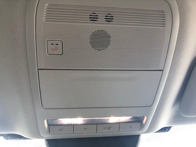 フルオートエアコン付き!左右独立式なので安心ですね。