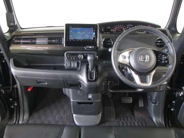 気持ちよく過ごせるモダンなデザインのインパネです!運転席でも助手席でも広さを感じられます!